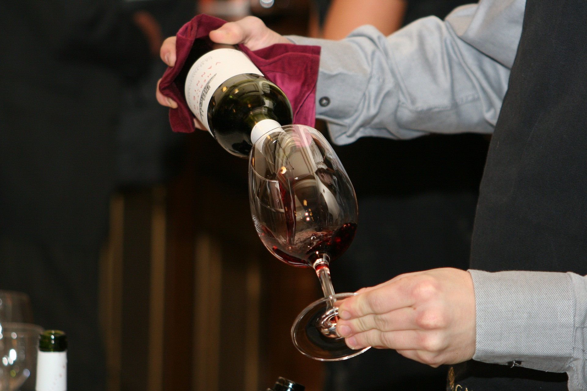 verser du vin dans un verre